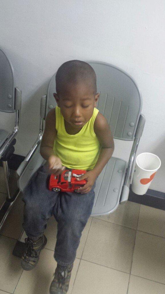 Niño abandonado en una camioneta Guarenas se encuentra en el CICPC dice que se llama Yeremi León y tiene 4 años https://t.co/l33RimXBt4