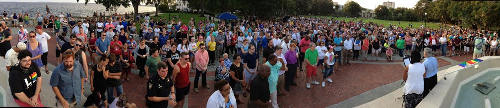 Hundreds come together in Jacksonville's Memorial Park to show support for #Orlando shooting victims. https://t.co/vdI1N86k3X