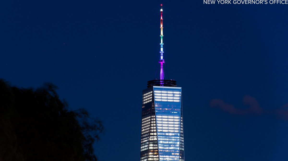 Spire of New York's One World Trade Center lit up in colors of the rainbow in honor of Orlando shooting victims. https://t.co/lydKIoMbI8