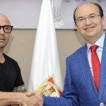 Jorge Sampaoli firma por dos temporadas con el #SevillaFC https://t.co/0XAGVgkpcf https://t.co/zxAAQZl5Ni