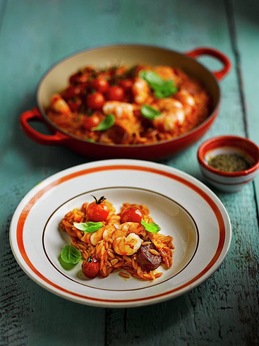 This prawn & chorizo orzo is super easy to make & ready in next to no time! https://t.co/G2UFvEDfVg #RecipeOfTheDay https://t.co/Yz4diFmQsV