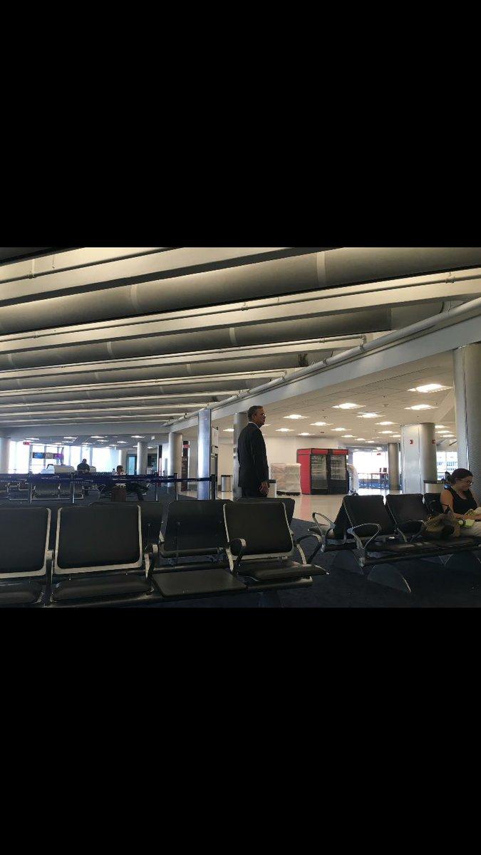 Spotted: Jeb Bush at MIA, traveling alone https://t.co/aqJLU9EXmd
