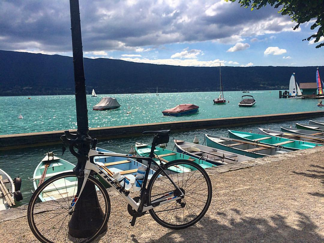 Views from an afternoon joy ride on a @TrekBikes Domane around Lake Annecy. #GuideLife #LivingTheDream https://t.co/DmCqj20ZWq