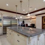 Ex pareja de Jessica Simpson compra la casa de Jenni Rivera en Los Angeles por 4 mdd https://t.co/dcJh8UCjAN