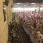 صور الصلاة على الام #هيله_العريني في جامع الراجحي #داعشيين_يقتلون_والديهم https://t.co/C8RgwEFMo0