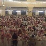 مئات من المصلين زفوا الأم المغدور بها #هيلة_العريني إلى لقاء ربها .. يا الله ارزقها الجنة #داعشيين_يقتلون_والديهم https://t.co/pPpWFMObWz