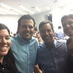 Junto a nuestro próximo gobernador @ricardorossello y parte de mi equipo de trabajo. https://t.co/PQux9bjOJM
