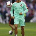 The Cristiano Ronaldo warm-up. Leaps like no other. https://t.co/mMLU1rNxSl