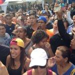 En Caracas muchos no pudieron validar, kilométricas colas marcaron las movilizaciones para validar sus firmas. https://t.co/mgIVoTdqSp