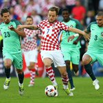#CRO 0-0 #POR: A cagey start from both sides, particularly Portugal. LIVE: https://t.co/NONTLiGOus #EURO2016 https://t.co/DJvIoDRRP9