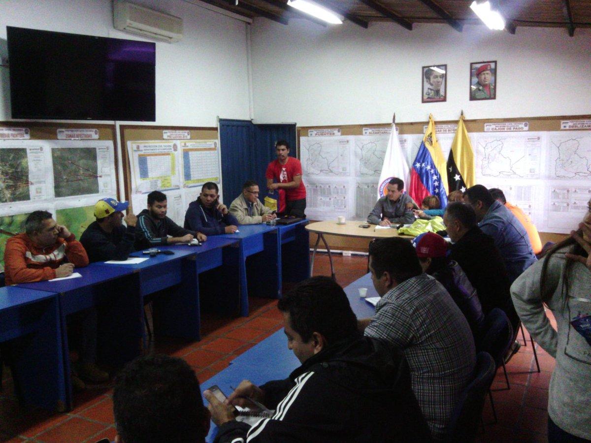 En Alerta Sala Situacional de @pctachira ante afectaciones originadas por las lluvias en la entidad https://t.co/SFeq73nXIX