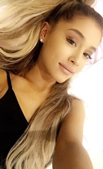 Like or remessage if you\re staying up until midnight to wish Ariana Grande happy birthday (I am)