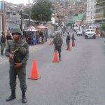 #AlMomento Punto de control entrada al Barrio El Estanque, Pquia. Coche @NicolasMaduro @NestorReverol https://t.co/tVdixyoSX4