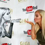 Will the real @TheGigiGorgeous please stand up! #VidCon #YTRedOriginals https://t.co/gMC2yzcDDz