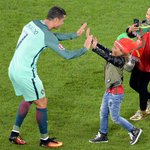 Cristiano Ronaldo with Nanis son at FT. #ForçaPortugal #Euro2016 https://t.co/Rt9R4ALNV4