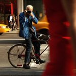 RIP Bill Cunningham ! A NY LEGEND! Your jacket sld be hung at the garden & Carnegiehall. Originator st style fotos ???? https://t.co/nTgzbl84nT