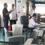 Puedes ver el video completo del recorrido por el Cosco Shipping Panamá en aguas panameñas https://t.co/vmiwxVJsyi https://t.co/kfEqcCaGXk