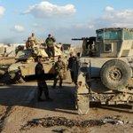 هروب لعناصر #داعش من #الشرقاط نحو #القيارة جنوب #الموصل، وبقاء مجموعة من الانتحاريين والقناصين لعرقلة التقدم. https://t.co/hkAOyGYslC