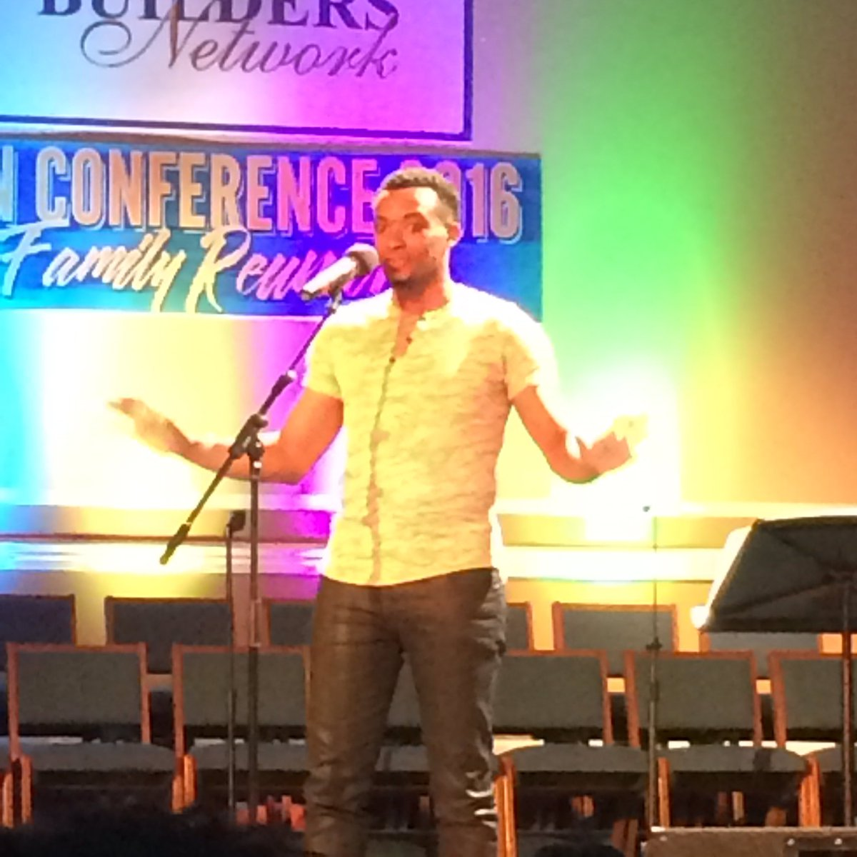 Can I tell you how much I loved my first @jonmcreynolds concert?!?! https://t.co/kGgN50G6Uc