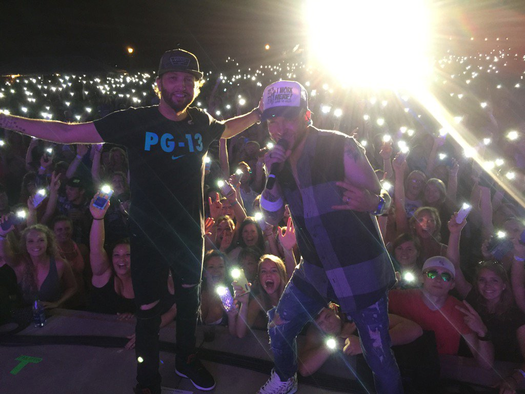 Arnold's park, IA. You guys were great tonight!!!  #greattown #greatpeople #thefoundationofextraordinarywarriors https://t.co/OZlnRvcnK9
