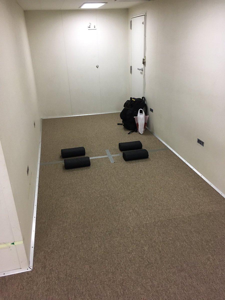 こ、今回の2等船室は歴代最強かもしれん。寝る予定ないからいいけど…。 https://t.co/LVLMuIIgv8