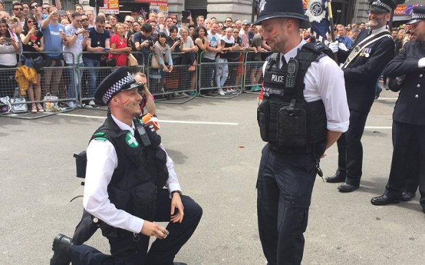 UK coppers break ranks at #LondonPride parade for successful surprise proposals: https://t.co/wLnceOUuwl https://t.co/iuLp8WL6AO