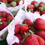 Fresh fruits and vegetables from local farmers in #Cannes at Forville Market! 🍓 🍒 🍑 https://t.co/Mn9YsbwKhB