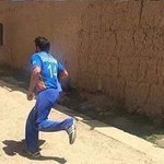 Afghan cricket stars chase a boy refusing to take polio drops during  #poliovaccination drive in #Afghanistan https://t.co/p1yEeO841F