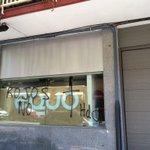 """Atacan la sede de @equo en Madrid dejando pintadas de """"Rojos No"""". No se enteran: somos verdes. #UnidosPodemos26J https://t.co/Hx5LLOjfZy"""