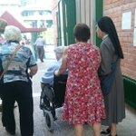 """Votando voy, votando vengo. Que no se pierdan las tradiciones """"monjas con abuelos"""" #Elecciones26J https://t.co/uiXtAmYdI9"""