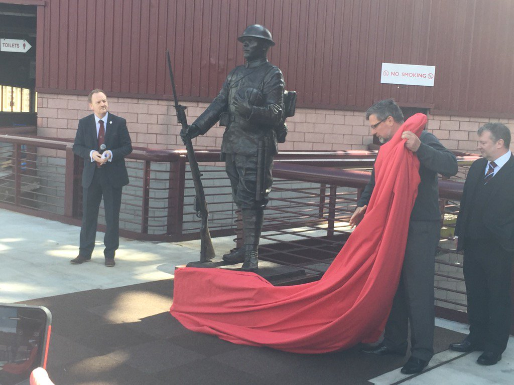Craig Levein unveils statue at Tynecastle commemorating the 1914 Hearts players who fought in WW1 https://t.co/JBqSqYIkQS