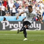 Mesut Özil has now missed 3 of his last 4 penalties for club and country. #GER Not his forte. https://t.co/rsZvx85aAU