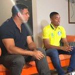 """Ronaldo: """"Camisa bonita (amarela do Palmeiras), parece da Seleção"""".  Gabriel Jesus: """"Mas é da Seleção"""". https://t.co/5y4yRZQZEa"""