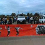 Continúa bloqueo en Nochixtlán, sólo paso con cuota a vehículos particulares. Hoy realizan marcha en la zona #Oaxaca https://t.co/UndONQWYGI