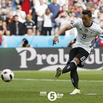 Xhaka ???? Ozil ???? Two #Arsenal players miss penalties in successive days at #EURO2016 #GERSVK https://t.co/gqEjUUMIH9