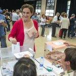 """DIRECTO l @AdaColau pide que los ciudadanos """"desborden"""" las urnas https://t.co/CS3RPAinBB #26J https://t.co/EqqiPYwoel"""