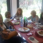 Con el primer turno de comida de los interventores del PSOE de Ejea. El músculo del partido https://t.co/fD7qlr1T8H