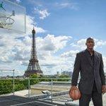 In foto: uno dei monumenti più famosi al mondo, e la Torre Eiffel. #NbaTipo https://t.co/vUhlJiDZvV