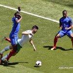 Ο Εβρά παίζει τη φάση στο Playstation. #EURO2016 #euro16gr https://t.co/LjSyW9SEuZ