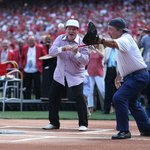 Check out the action from @PeteRose_14s #Reds Hall of Fame induction ceremony yesterday: https://t.co/RTw4OaDl2z https://t.co/94FhkULDHe
