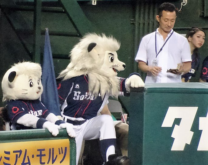 斉藤一美監督、レオヘッドコーチ、ライナ投手コーチ https://t.co/ajNHzf8x8d