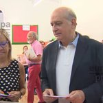 VÍDEO | Varias personas increpan a Jorge Fernández Díaz tras votar en Barcelona https://t.co/57N0sEDxzF https://t.co/AqNEAhbt30