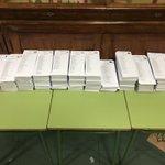 A ver si adivinas cuál es el taco de papeletas de #UnidosPodemos26J en este colegio de Madrid :-) https://t.co/sZITgicmKG