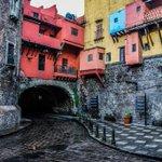Lluvia, colores y armonía en las calles de Guanajuato.   #FelizDomingo #Guanajuato #México https://t.co/CFD08O38Wh