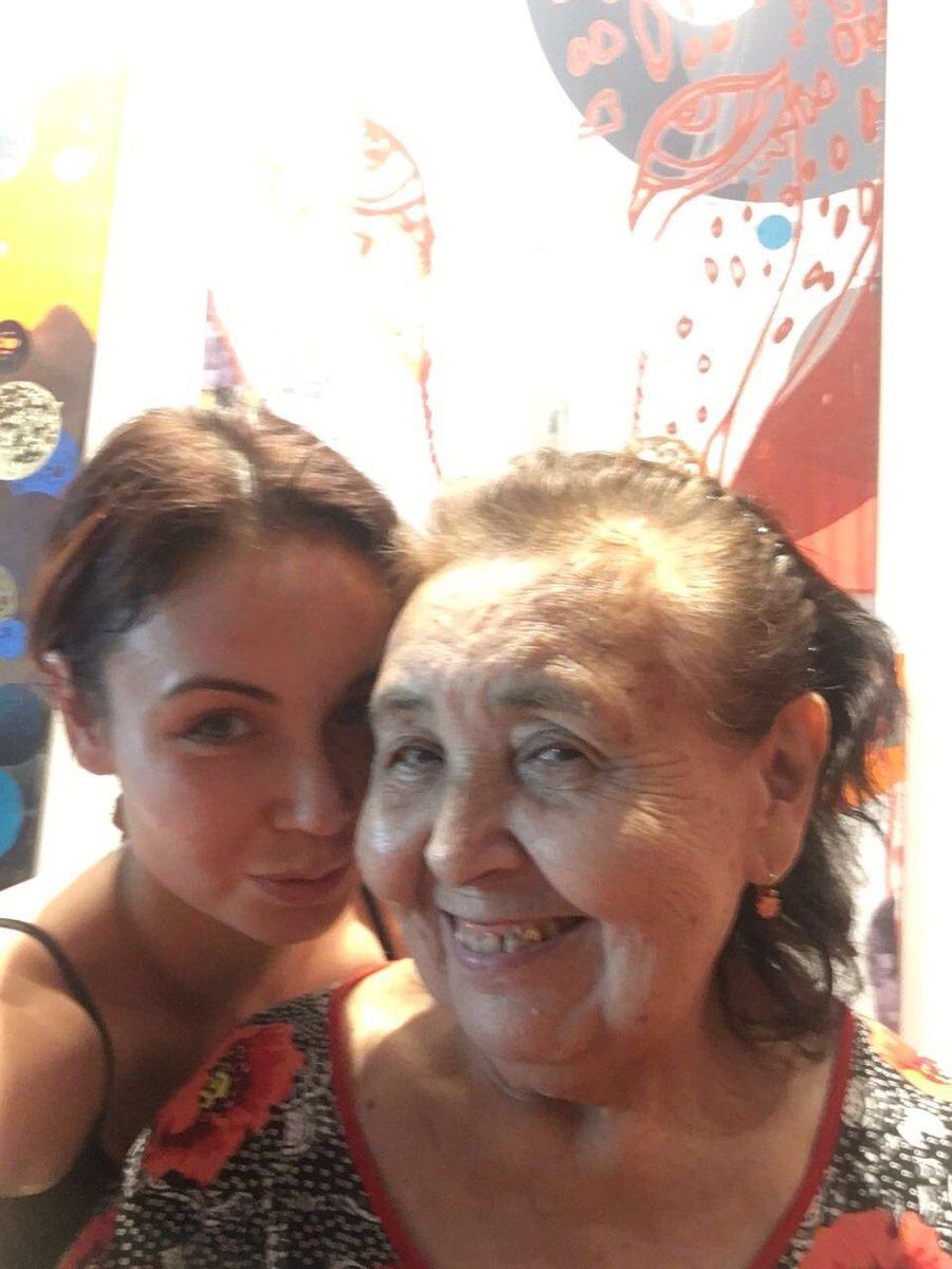 Мы с моей нэнэюшкой (бабушкой)  устроили домашние посиделки ❤️ #любимаябабушка https://t.co/4ZSBfLbuLm