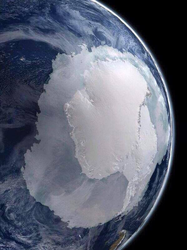 Rare photo of Antarctica from space https://t.co/rrveQvZfSa
