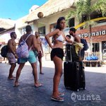 Ambiente de #copaamerica ... #CaminandoporlaQuinta ... 🚶🏻⚽️🏆☀️🌴🍉💦🇲🇽 #arg vs #chi #PlayadelCarmen @PlayaGuide https://t.co/KgmNiRNxLU