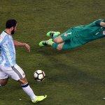 La sana costumbre de Higuaín ▶ https://t.co/BhqK6Djjwt #ARGvCHI #CopaAmerica https://t.co/0aC9WCOatW