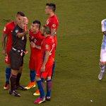 Es la 3ra vez que jugadores de ambos equipos son expulsados en una final de #CopaAmerica. Chile ha estado en todas. https://t.co/Ck6Qo4ktCE
