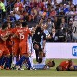 #CopaAmerica El momento en que Lopes señala a Rojo y le muestra la tarjeta roja. (Foto: AFP). https://t.co/GJf5BiDNAY